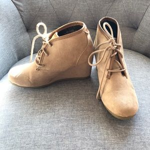 Shoes - EUC size 7 booties